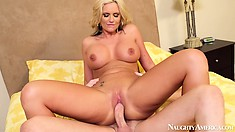 Phoenix Marie attacks that hard-on adversary with her magnificent pussy