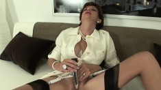 Voluptuous wife in stockings toys and fingers her pussy on the couch
