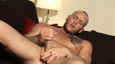 Ripped stud Kane Turner works on his oiled up shaft on camera