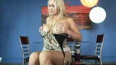Blonde bombshell reveals her magnificent curves and makes herself cum